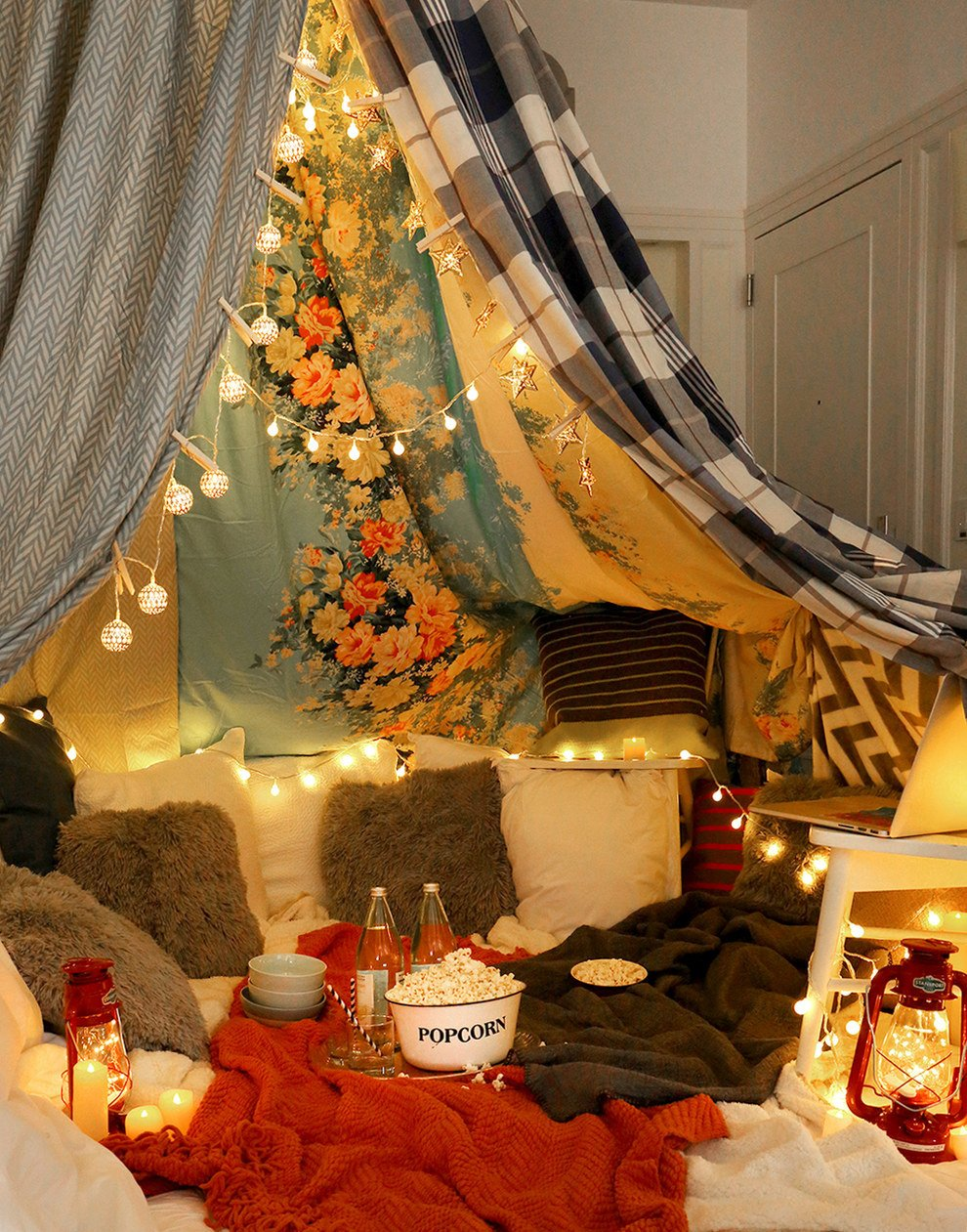 How to Build an Unforgettable Blanket Fort