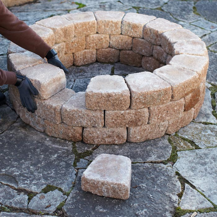 How to build a simple springtime diy firepit for How to build a fire pit with concrete blocks