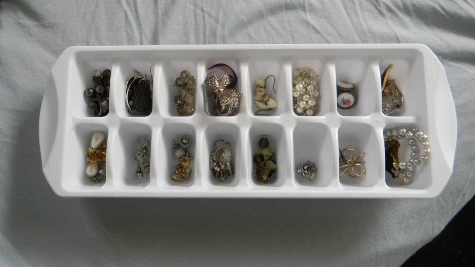 DIY earring organizer for bedroom remodeling ideas