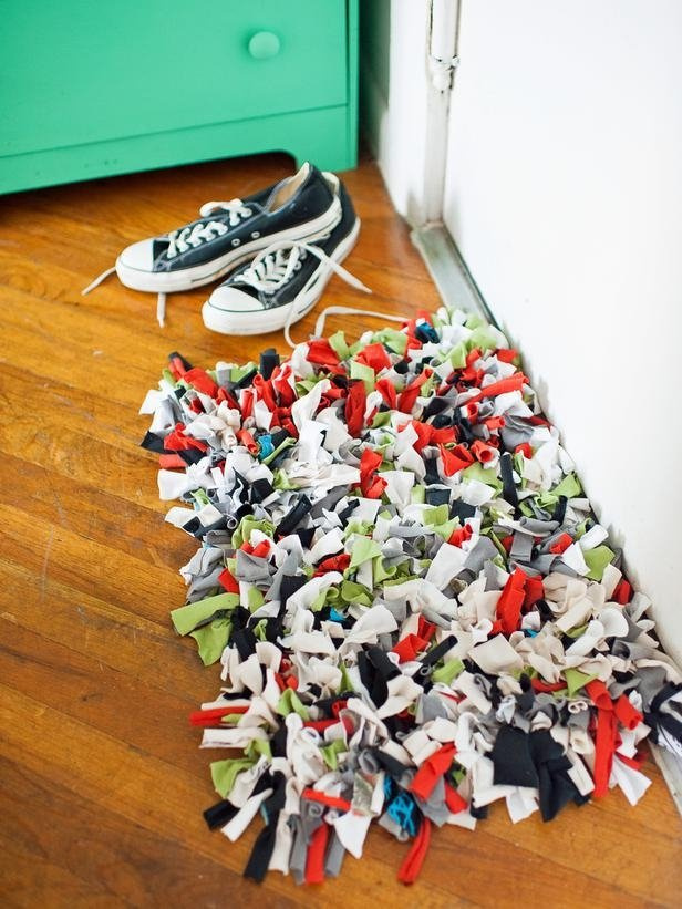 Old tees and glue can get you the coolest doormat. Image Source: Her Campus