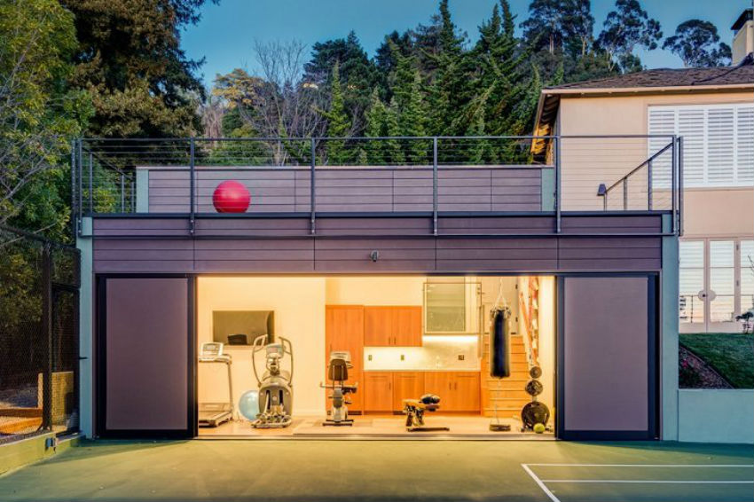 Isn't his garage transformed into a gym fantastic? Image Source: Minimalisti