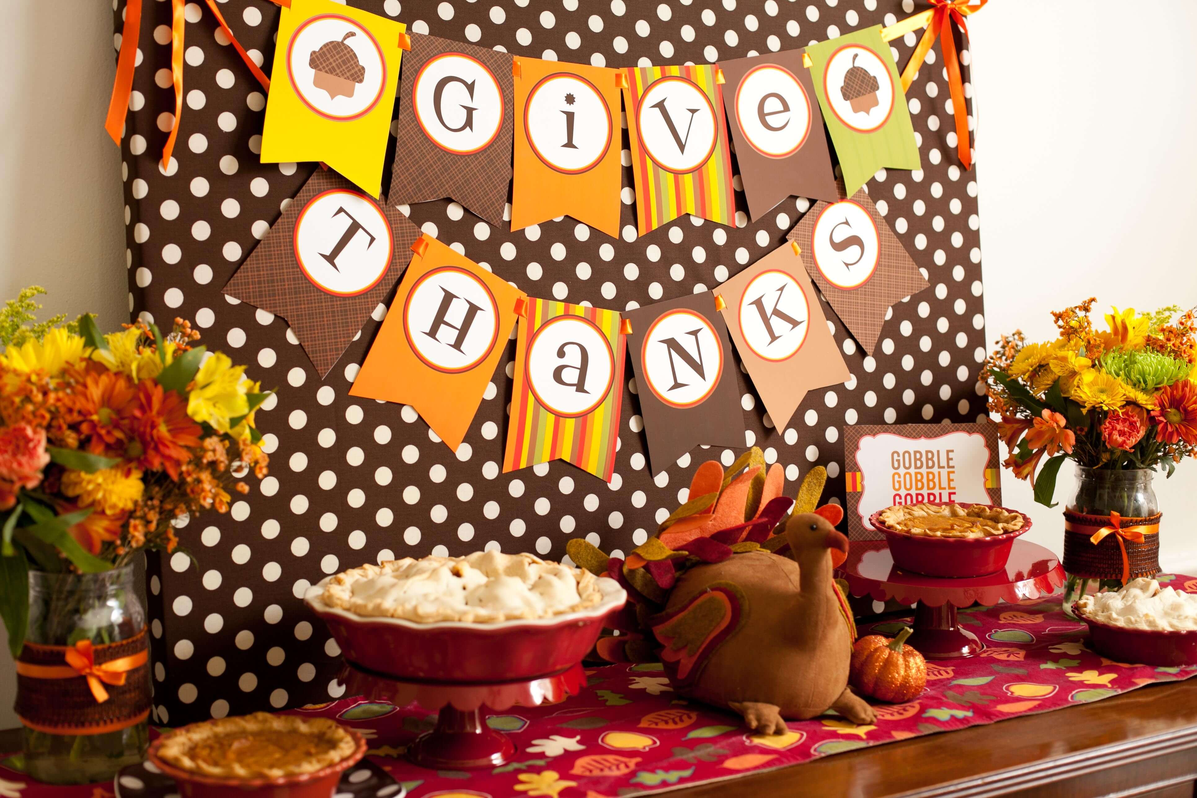 DIY fall decor for Thanksgiving dining experiences