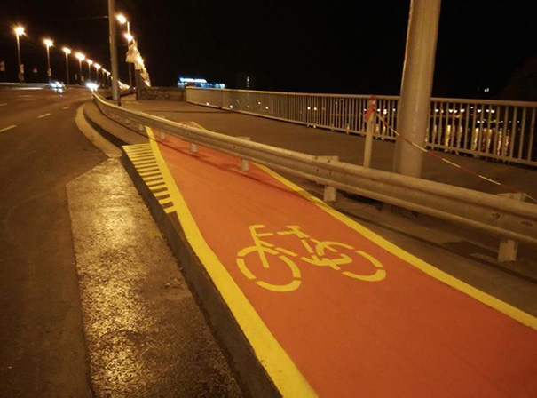 We hope the bicyclists who use this lane can also do some tricks.