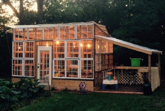 Create your own greenhouse from spare parts!