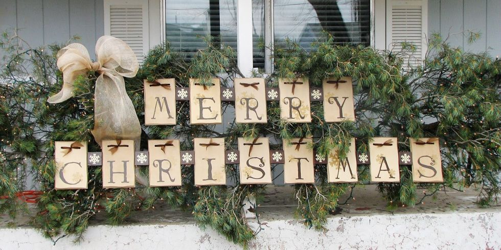 Make your own holiday rustic welcome sign!