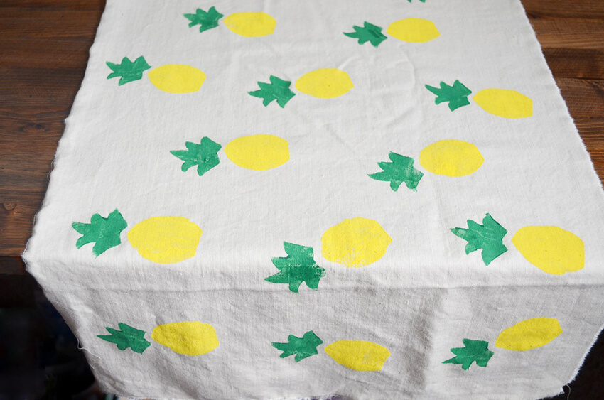 This DIY pineapple table runner is an adorable addition to your Labor Day party!