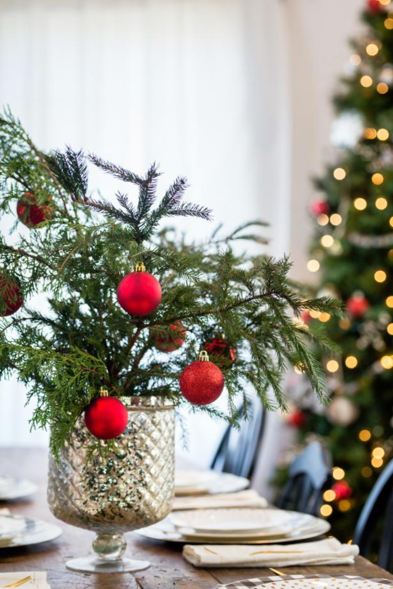 Add tree clippings to your table to create a natural decor! Source: HGTV