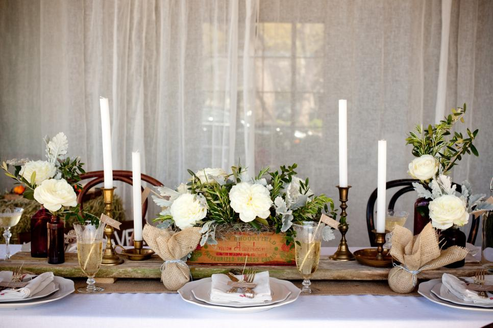A rustic appeal to Christmas. Source: HGTV