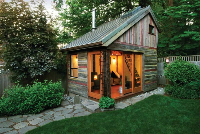 Keep your shed comfortable with good lighting. Source: Trendir