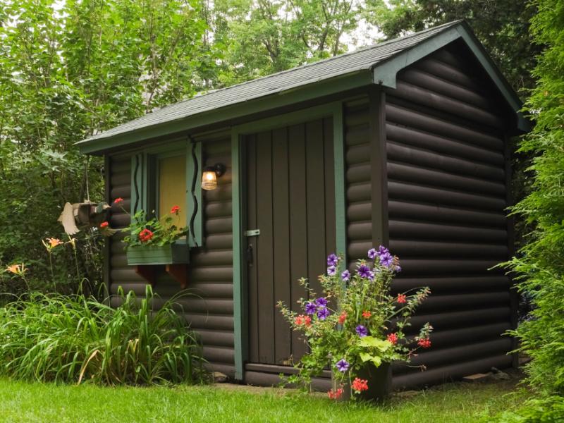 7 Tips on How to Create a Backyard She Shed