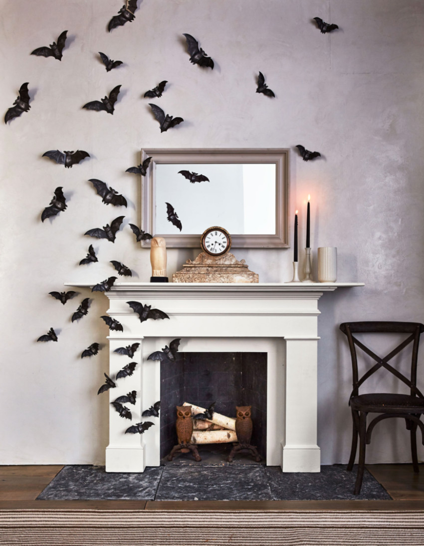 You can make your own bats out of black paper! Source: Camila Decor