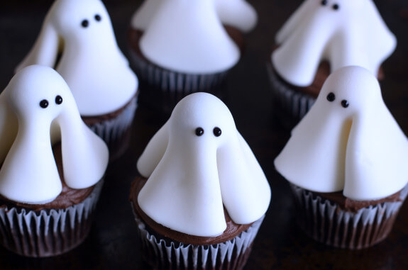 Tiny itty bitty ghosts make a spooky treat!