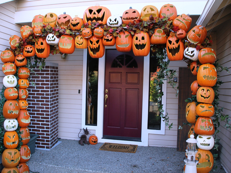 8 DIY Front Door Decorations for Halloween