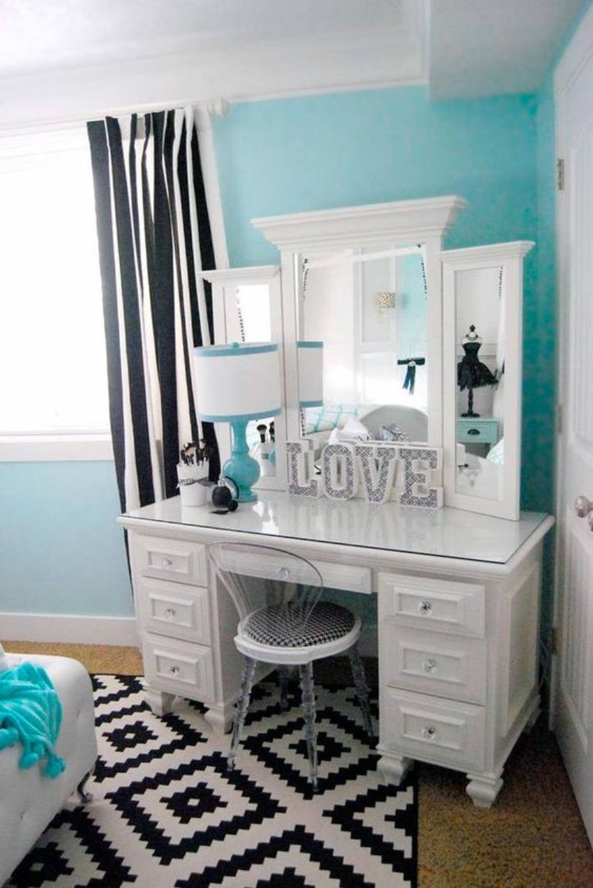 Modern meets vintage - a beautiful vanity table idea!
