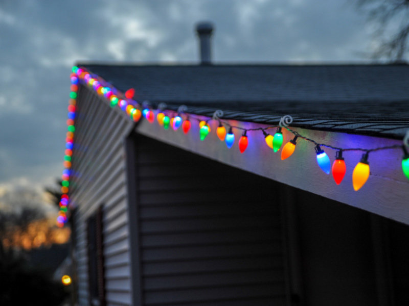 Top 7 Outdoor Holiday Lighting Ideas For a Festive Home