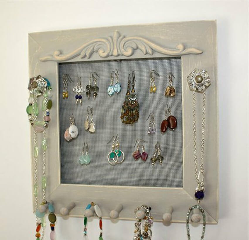 A DIY picture frame jewelry hanger is the perfect weekend DIY project!