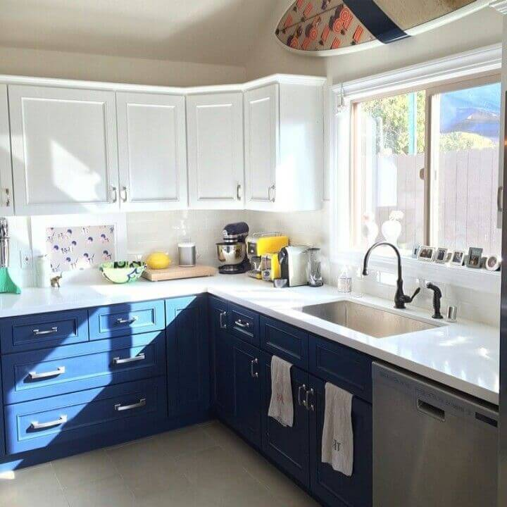 Blues can certainly make the most out of a cool kitchen